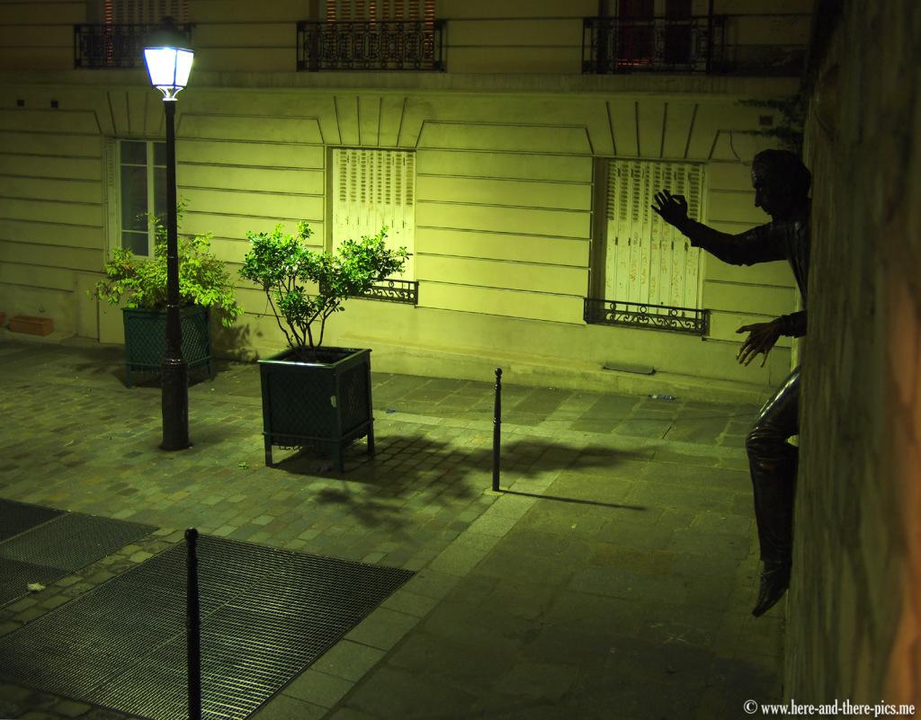 Le passe muraille by night, Montmartre, Paris, France